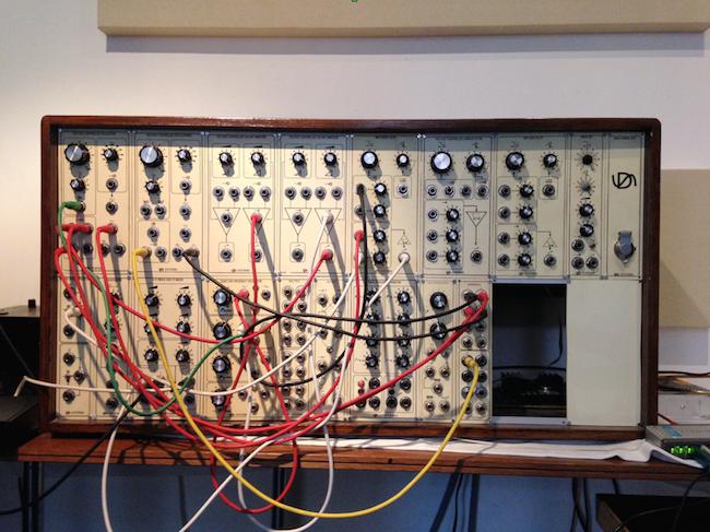 Selbstgebauter Analog-Synthesizer als Herzstück der Klangerzeugung der U-Bahn-Sounds